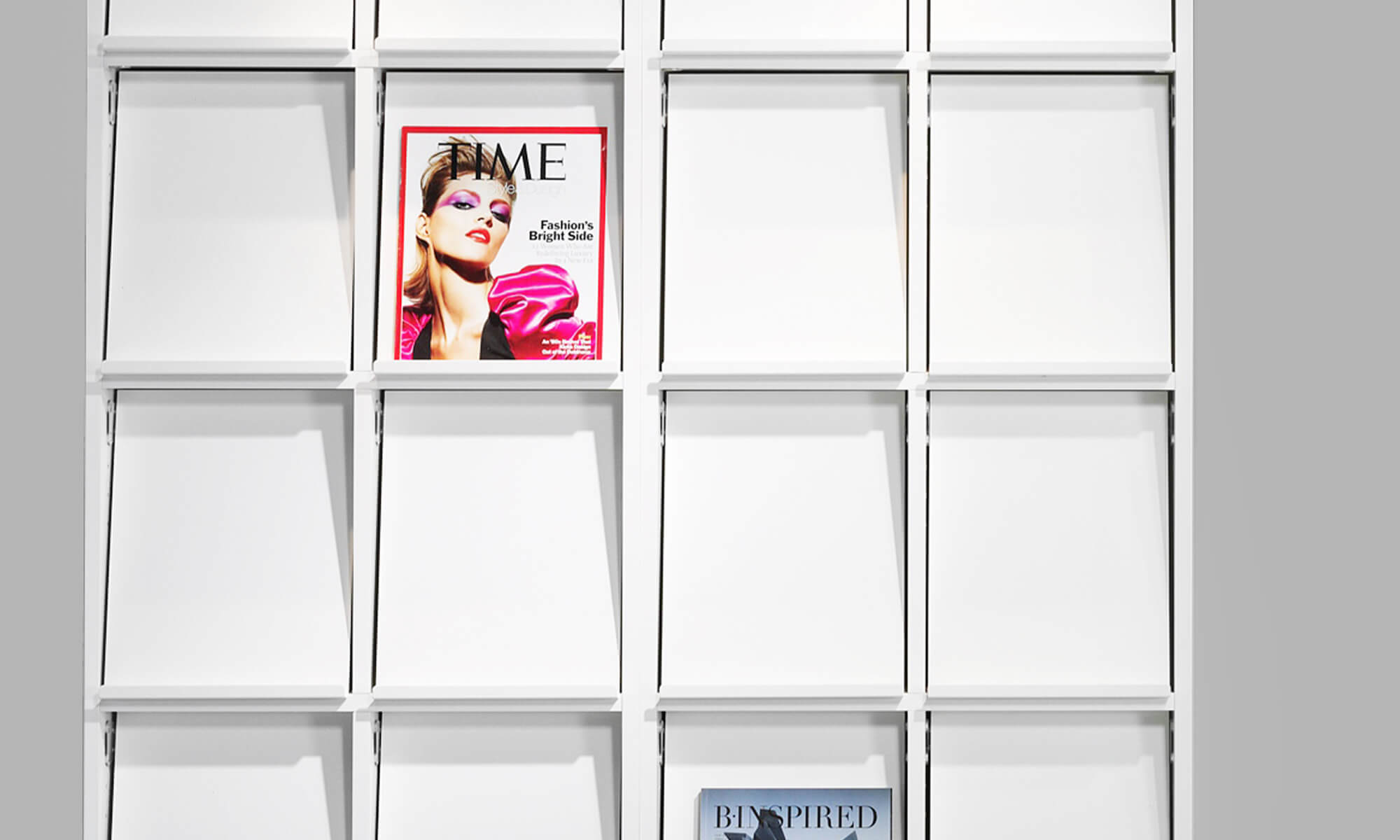 tidsskriftshylla tidningsställ exponeringshylla display shelf trece förvaring för tidningar väntrum exponeringsyta